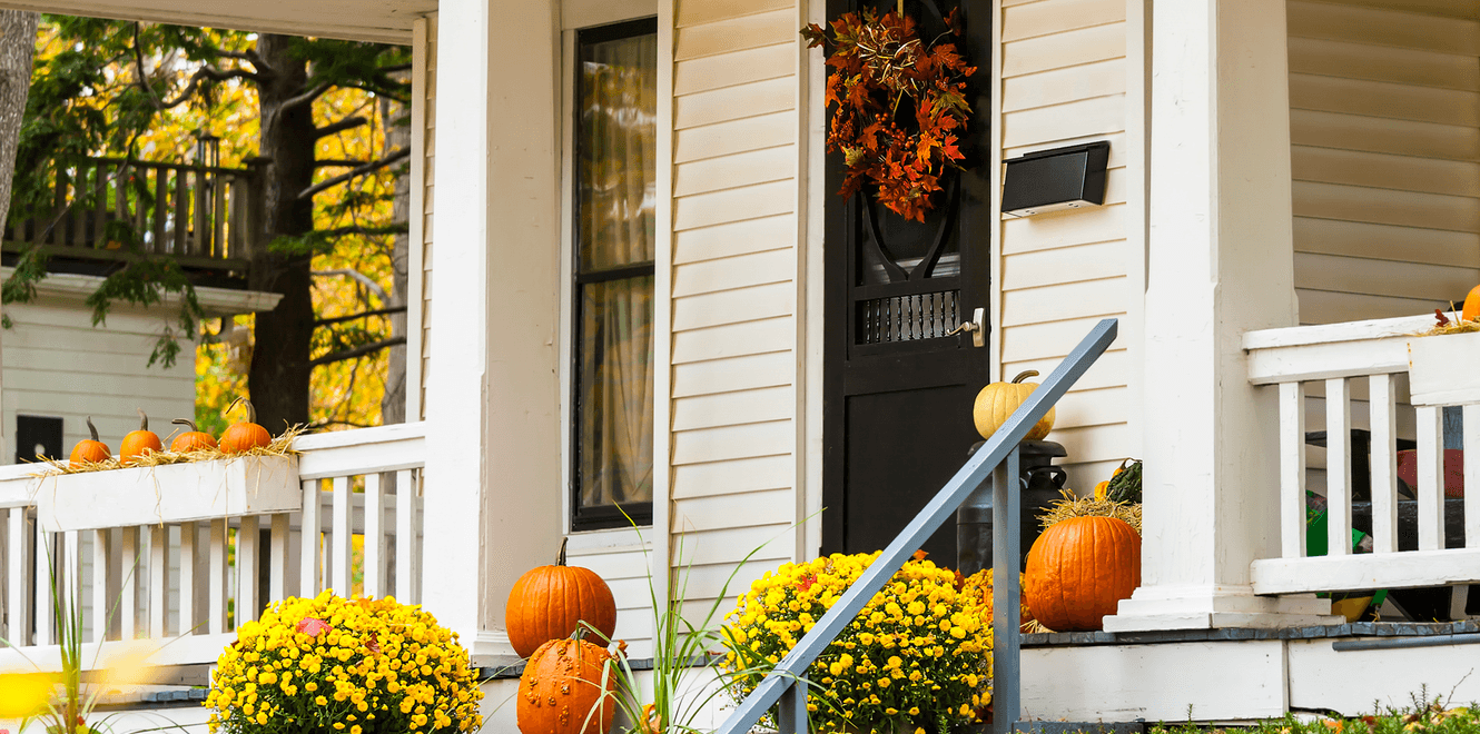 inexpensive-fall-decor-ideas-home-exterior.png