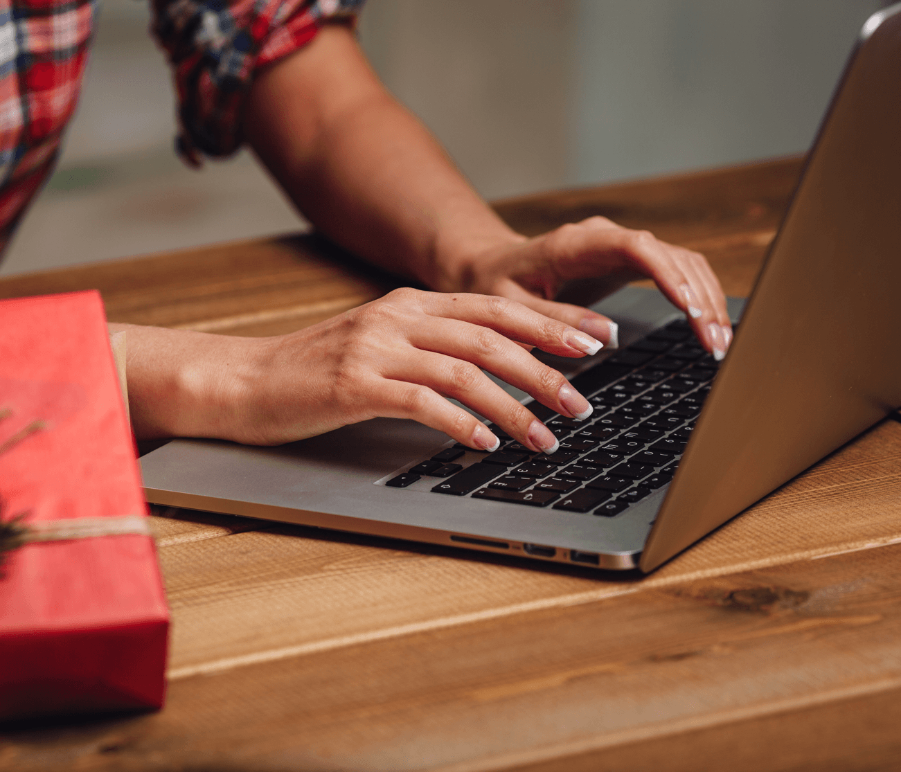 Tips for Christmas Shopping on a Budget Laptop image
