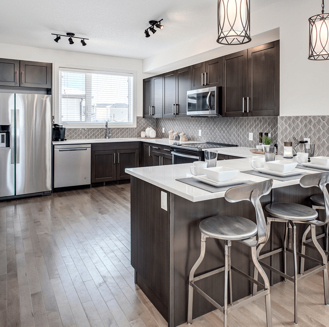 Comparing Value: Choosing the Right Options To Personalize Your Home Large Kitchen Image