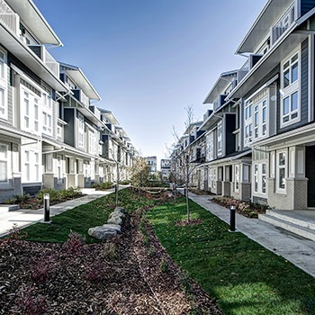 Hunter House Townhomes Courtyard 350x350